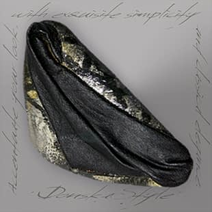 silvery-black-clam-brooch