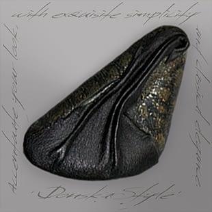 goldish-black-clam-brooch